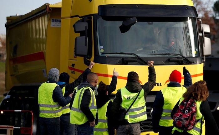 Γαλλία: Ποιος κρύβεται πίσω από τα «κίτρινα γιλέκα»;