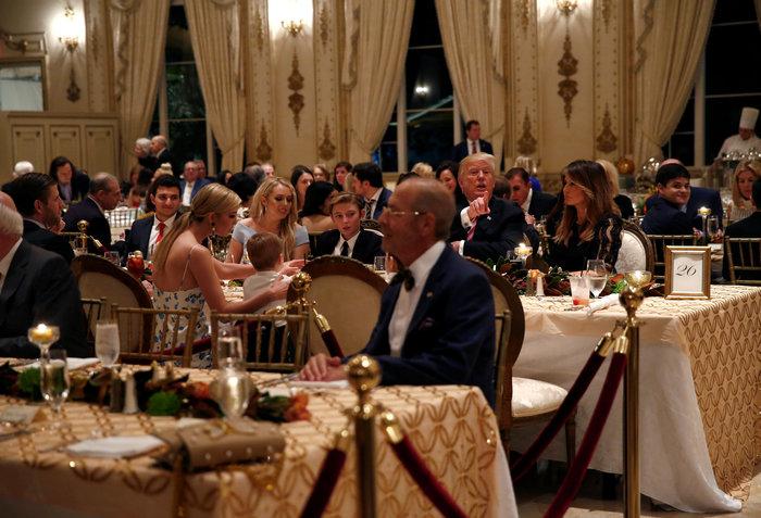 Εντυπωσιακή εμφάνιση της Μελάνια στο δείπνο για την Ημέρα των Ευχαριστιών - εικόνα 2