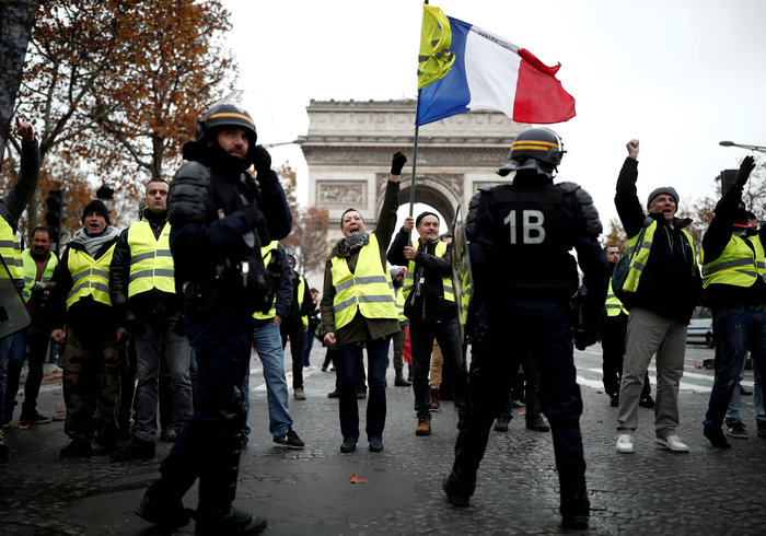 «Κίτρινα γιλέκα» κατά Μακρόν - Πεδίο μάχης το Παρίσι