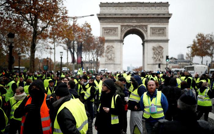 «Κίτρινα γιλέκα» κατά Μακρόν - Πεδίο μάχης το Παρίσι - εικόνα 2