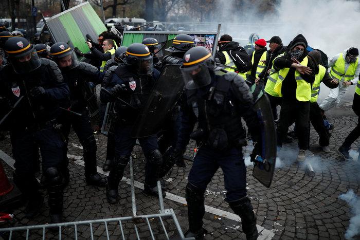 «Κίτρινα γιλέκα» κατά Μακρόν - Πεδίο μάχης το Παρίσι - εικόνα 4