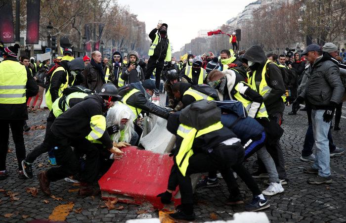 «Κίτρινα γιλέκα» κατά Μακρόν - Πεδίο μάχης το Παρίσι - εικόνα 7