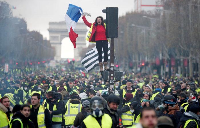 «Κίτρινα γιλέκα» κατά Μακρόν - Πεδίο μάχης το Παρίσι - εικόνα 8