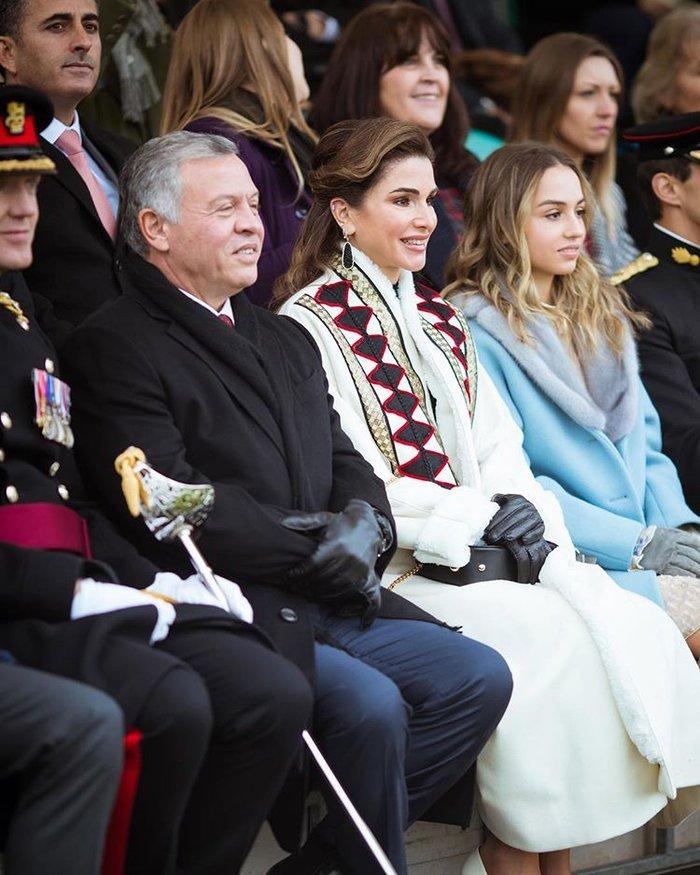 Η περήφανη βασίλισσα Ράνια έχει κόρη... στρατιωτικό και με πτυχίο - εικόνα 2