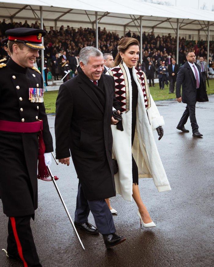 Η περήφανη βασίλισσα Ράνια έχει κόρη... στρατιωτικό και με πτυχίο - εικόνα 3