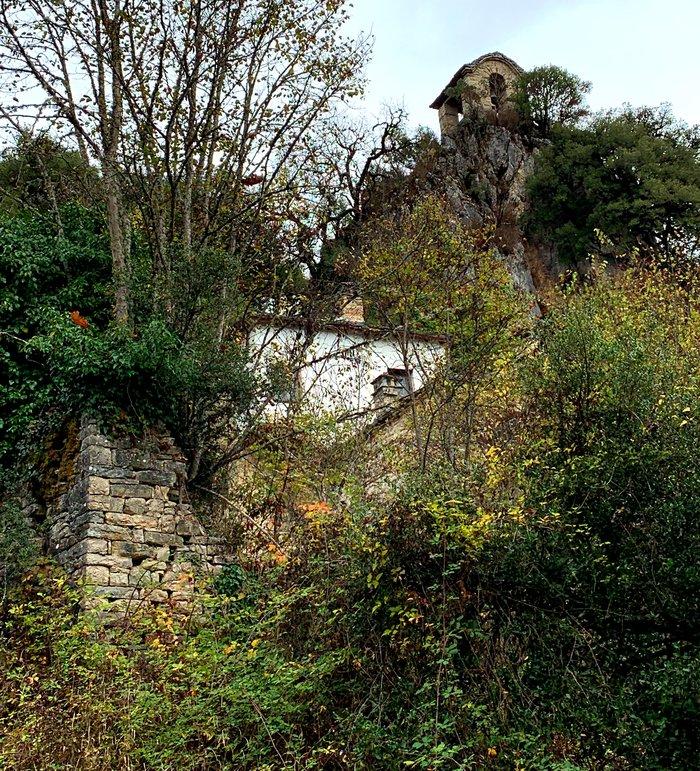 Πραγματικά σκαρφαλωμένη στο βράχο