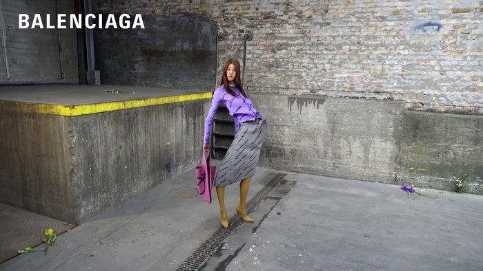 Πρόσωπα βουλιάζουν, σώματα λυγίζουν: διχάζει η καμπάνια του Balenciaga - εικόνα 3
