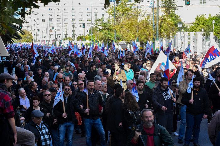 Πορείες από ΓΣΕΕ και ΠΑΜΕ στο κέντρο της Αθήνας - εικόνα 3
