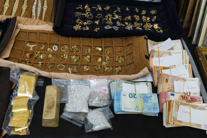 Χρυσό 300 εκατ. € έχει διακινήσει η σπείρα με τον ενεχυροδανειστή
