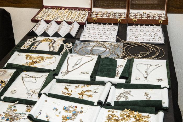 Χρυσό 300 εκατ. € έχει διακινήσει η σπείρα με τον ενεχυροδανειστή - εικόνα 2