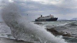 Δεμένα τα πλοία στα λιμάνια, ως 9 μποφόρ στο Αιγαίο