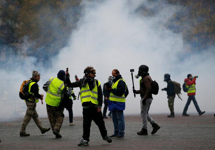 Παρίσι: Ένταση και χημικά στη διαδήλωση των «κίτρινων γιλέκων» - εικόνα 2
