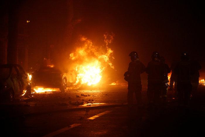 """""""Κίτρινα γιλέκα"""": Πεδίο μάχης το Παρίσι - Ένταση & συγκρούσεις - εικόνα 3"""