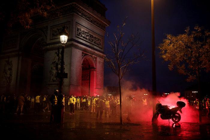 """""""Κίτρινα γιλέκα"""": Πεδίο μάχης το Παρίσι - Ένταση & συγκρούσεις - εικόνα 8"""