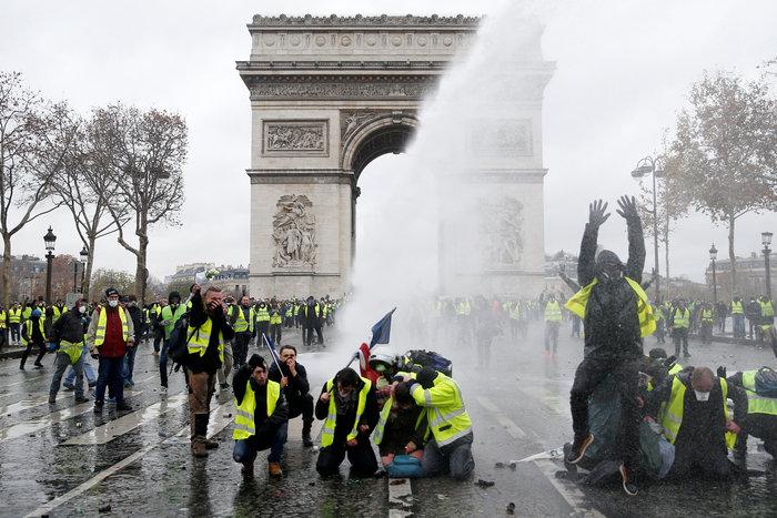 Επεισόδια στο Παρίσι: Ρεκόρ με 412 συλλήψεις και 133 τραυματίες - εικόνα 4