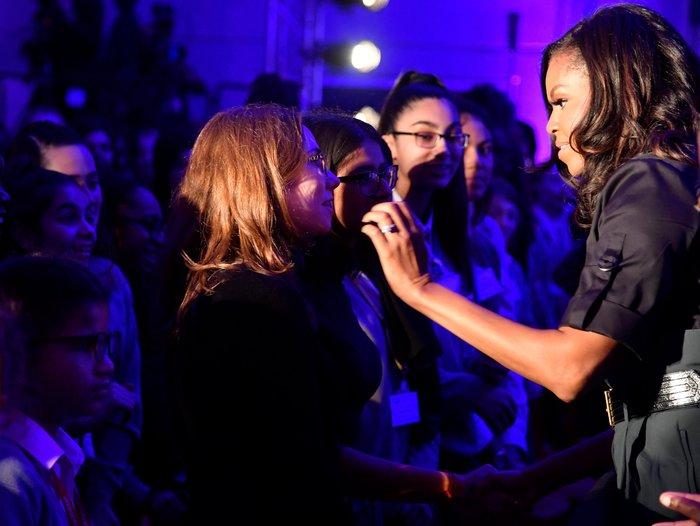 Υποδοχή ροκ σταρ για τη Μισέλ Ομπάμα από μαθητές στο Λονδίνο - εικόνα 2