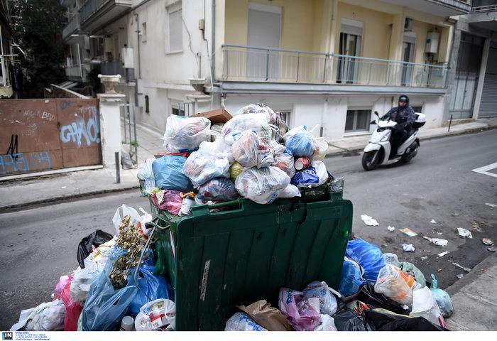 Εκατοντάδες τόνοι σκουπιδιών «πνίγουν» την Θεσσαλονίκη