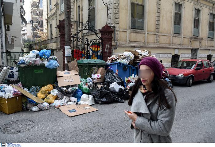 Εκατοντάδες τόνοι σκουπιδιών «πνίγουν» την Θεσσαλονίκη - εικόνα 2