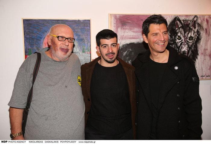 Περήφανος ο Λάκης Παπαδόπουλος ποζάρει με τον γιο του και τον Σάκη Ρουβά