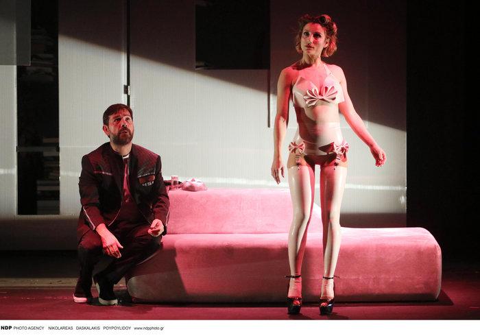 Ευδοκία Ρουμελιώτη: Η εντελώς ανατρεπτική και σέξι εμφάνιση στο θέατρο - εικόνα 2