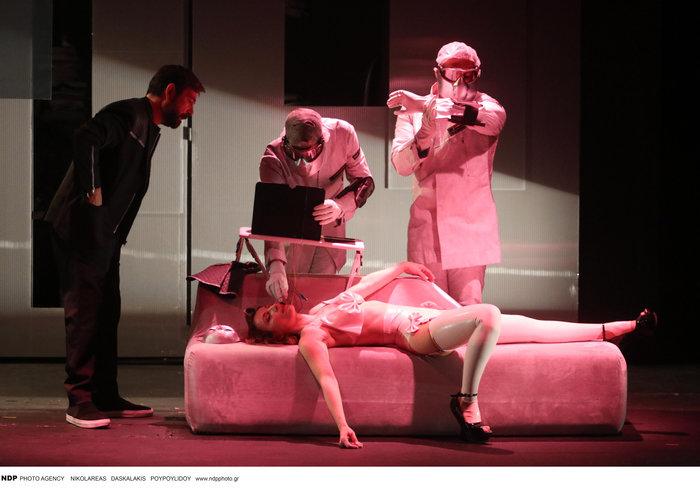 Ευδοκία Ρουμελιώτη: Η εντελώς ανατρεπτική και σέξι εμφάνιση στο θέατρο - εικόνα 4