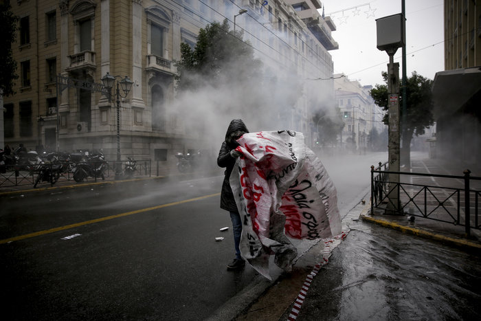 Ένταση & επεισόδια στην πορεία για την επέτειο Γρηγορόπουλου - εικόνα 9