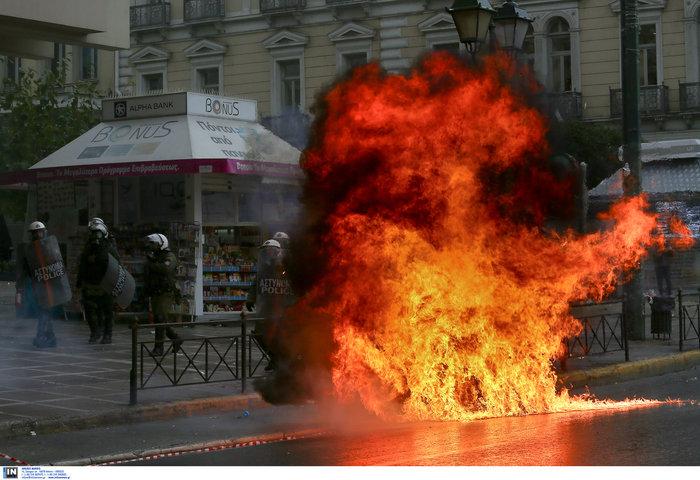 Ένταση & επεισόδια στην πορεία για την επέτειο Γρηγορόπουλου - εικόνα 3