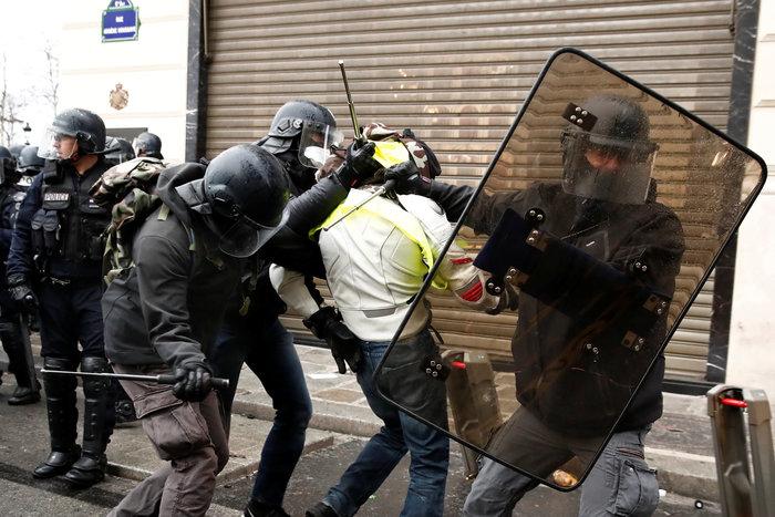 Το Παρίσι κατέβασε «ρολά»-Πρώτες συγκρούσεις κοντά στα Ηλύσια - εικόνα 2