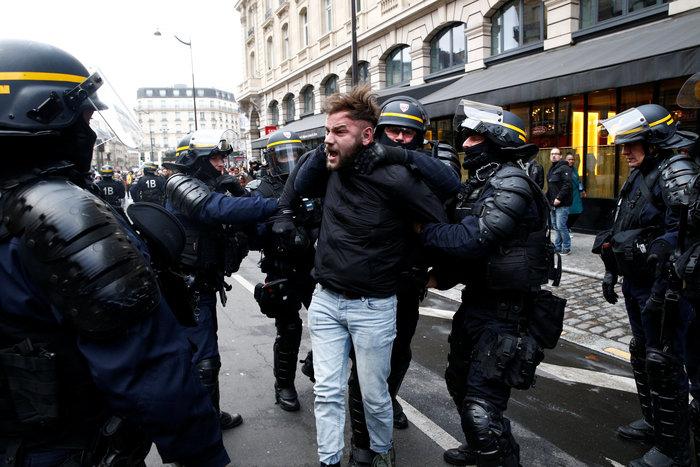 Το Παρίσι κατέβασε «ρολά»-Πρώτες συγκρούσεις κοντά στα Ηλύσια - εικόνα 8