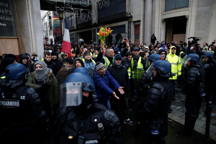 Το Παρίσι κατέβασε «ρολά»-Πρώτες συγκρούσεις κοντά στα Ηλύσια - εικόνα 9