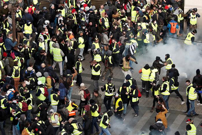 Το Παρίσι κατέβασε «ρολά»-Πρώτες συγκρούσεις κοντά στα Ηλύσια - εικόνα 10