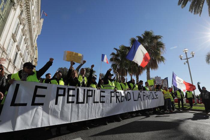 Το Παρίσι κατέβασε «ρολά»-Πρώτες συγκρούσεις κοντά στα Ηλύσια - εικόνα 11