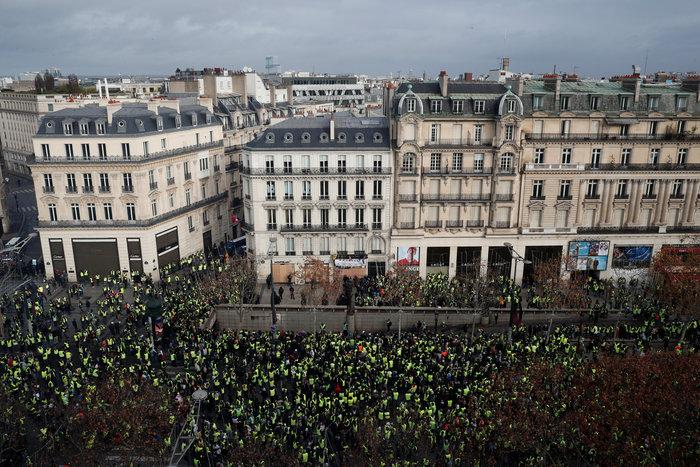 Το Παρίσι κατέβασε «ρολά»-Πρώτες συγκρούσεις κοντά στα Ηλύσια - εικόνα 13
