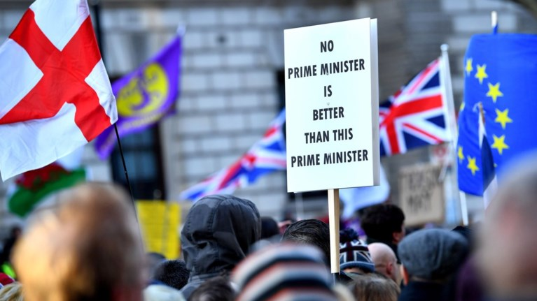 diadilwseis-uper-kai-kata-tou-brexit-sto-londino