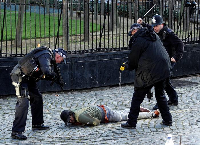 Συνελήφθη ύποπτος έξω από τη βρετανική Βουλή