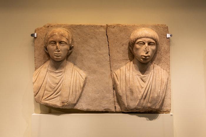 Άπτερα - Μαρμάρινο ταφικό ανάγλυφο - Αρχές 2ου αι. μ.Χ.Φωτο: Γιώργος Αναστασάκης © Μουσείο Κυκλαδικής Τέχνης