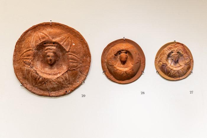 Πήλινοι ανθοκάλυκες - 1ος – α΄ μισό 2ου αι. μ.Χ. Συνήθως βρίσκονται σε τάφους αλλά και σε ιερά.Φωτο: Γιώργος Αναστασάκης © Μουσείο Κυκλαδικής Τέχνης