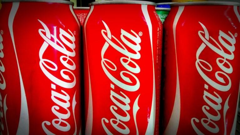 i-coca-cola-dipla-stous-pligentes