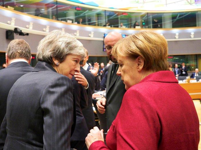 Η... χριστουγεννιάτικη ευχή της ΕΕ στη Μέι και το παζάρι για το Brexit