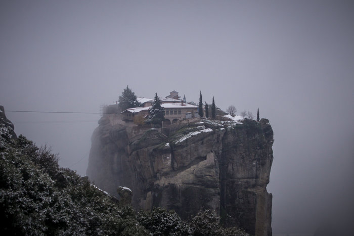 Mαγικές εικόνες από τα χιονισμένα Μετέωρα