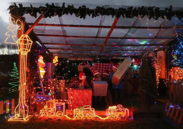 Φαντασμαγορικό: αυτό είναι το σπίτι... Χριστουγεννιάτικο χωριό - εικόνα 10