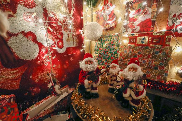 Φαντασμαγορικό: αυτό είναι το σπίτι... Χριστουγεννιάτικο χωριό - εικόνα 2