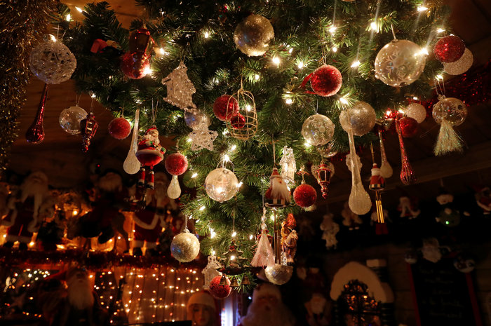 Φαντασμαγορικό: αυτό είναι το σπίτι... Χριστουγεννιάτικο χωριό - εικόνα 5