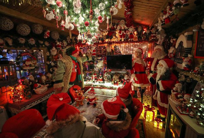 Φαντασμαγορικό: αυτό είναι το σπίτι... Χριστουγεννιάτικο χωριό - εικόνα 7