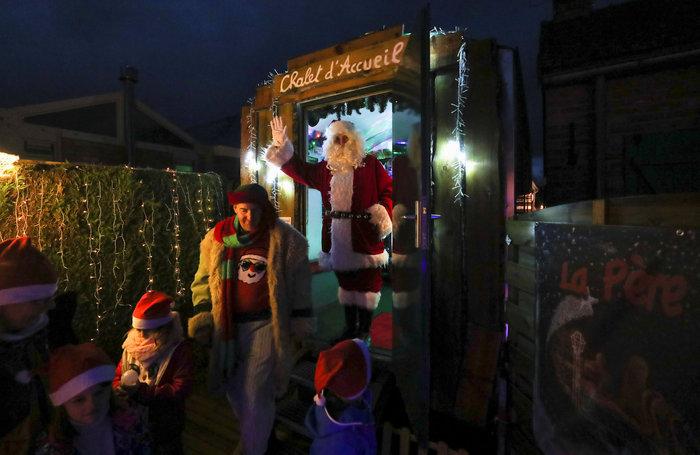 Φαντασμαγορικό: αυτό είναι το σπίτι... Χριστουγεννιάτικο χωριό - εικόνα 8