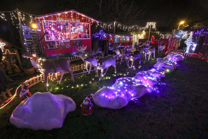 Φαντασμαγορικό: αυτό είναι το σπίτι... Χριστουγεννιάτικο χωριό - εικόνα 14