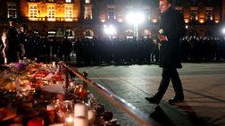 Μακρόν: Ένα λευκό τριαντάφυλλό στη μνήμη των θυμάτων