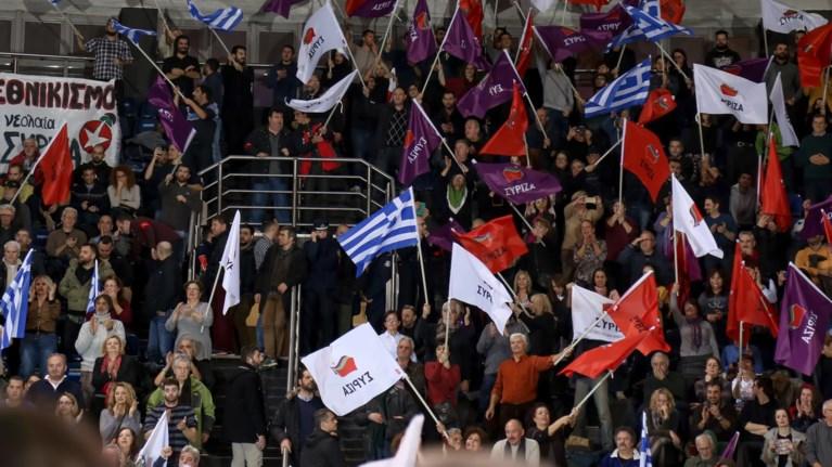 omilia-tsipra-tragoudise-to-makedonia-ksakousti-kai-apomakrunthike--binteo