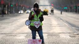 "H ""εύθραυστη"" διαδηλώτρια που έγινε viral"