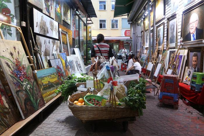 Το καλλιτεχνικό χωριό που ειδικεύεται να αντιγράφει αριστουργήματα - εικόνα 2